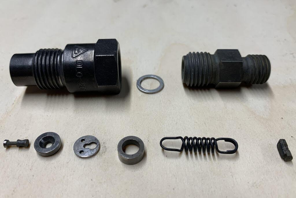 Injector BMW 2002tii in onderdelen